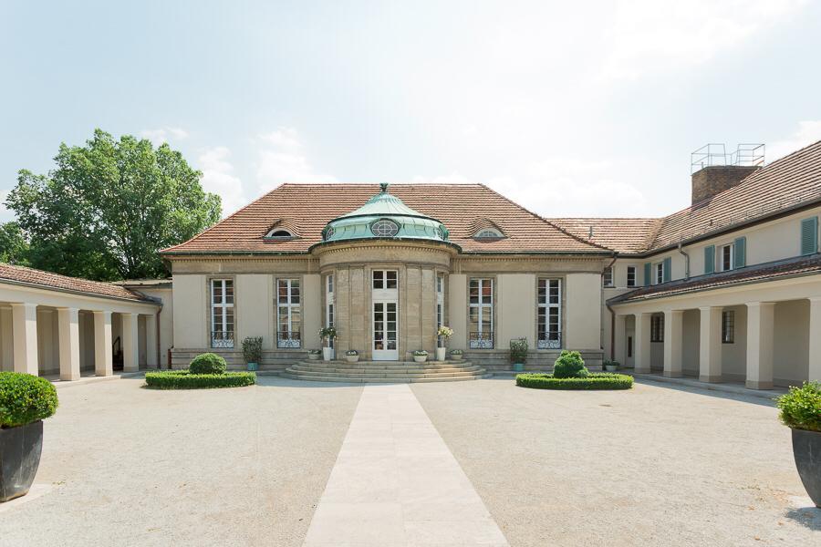 Haupteingang Landhaus Adlon